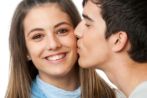 К чему снится во сне парень целует в щеку