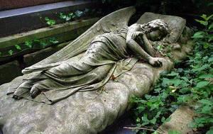 Спать на кладбище